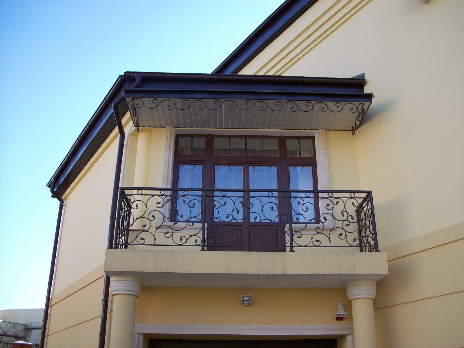 Купить кованые перила статус для лестниц, балконные огражден.